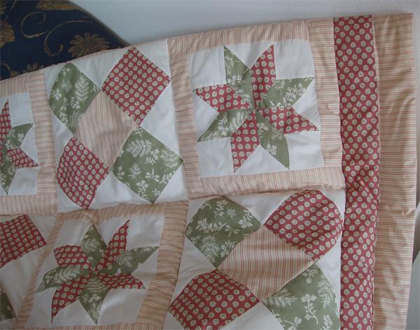 Quilt einzelbett sofa weinrot gr n for Salon patchwork