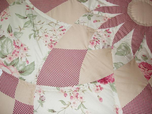Patchwork quilt weinrot rosen for Salon patchwork